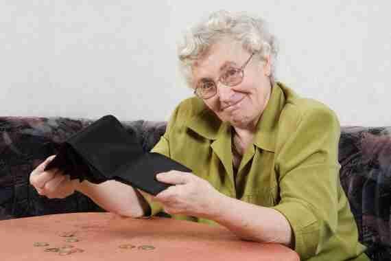 Nárok na vdovský důchod může vznikat pouze v případě, že zemře manžel Pokud se jedná pouze o druha/družku nebo o registrované partnerství, pak nárok na tento důchod nevzniká.