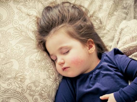 <span>Pokud vám onemocní dítě a jste zaměstnanec, pak s ním můžete zůstat doma, pečovat o něj. </span>