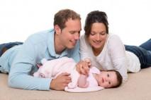 Na porodné je nárok jak při narození prvního dítěte, tak i při narození druhého dítěte.
