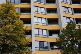Od 1. 1. 2021 se zvyšují normativní náklady na bydlení. Tyto tabulkové náklady, jsou podstatné pro výpočet příspěvku na bydlení. V této nové kalkulačce si můžete spočítat, zda máte v roce 2021, nárok na příspěvek na bydlení a kolik byste mohli dostat. Žádost si pak můžete vyřídit na Úřadu práce.