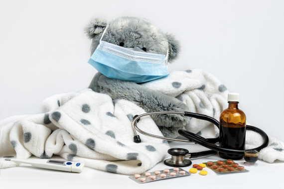 <span>I živnostník (OSVČ) má nárok na placenou neschopenku (nemocenské dávky při dočasné pracovní neschopnosti). Pro výpočet výše nemocenské u OSVČ je rozhodující vyměřovací základ, to kolik si OSVČ platí jako nemocenské pojištění. Minimum je v roce 2020 částka 126 Kč měsíčně.</span>