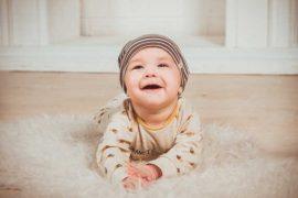 Porodné je jednorázová sociální dávka, kterou můžete dostat při narození prvního dítěte (13000 Kč) nebo při narození druhého dítěte (10000 Kč).