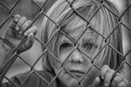 Stanovení výše výživného je plně závislé, na rozhodnutí konkrétního soudce. Ten by měl přihlížet k sociálním a majetkovým poměrům obou rodičů dítěte.