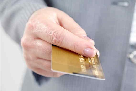 <span>Tato půjčka funguje podobně, jako kreditní karta. Máte zde úvěrový limit (např. 30 000 Kč), ze kterého můžete neomezeně čerpat finanční prostředky. Následně stačí zaplatit jen minimální měsíční splátku. U první půjčky máte až 30 000 Kč na 30 dní zcela zdarma. Bez placení poplatků nebo úroků.</span>