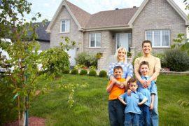Nárok na přídavky na dítě je v případě, že průměrný měsíční příjem rodiny (v předchozím kalendářním čtvrtletí) nepřesáhnou 2,7 násobek životního minima.