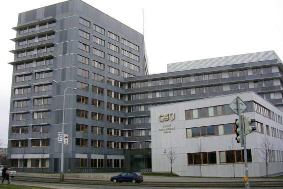 Na začátku roku 2020 (v prvním čtvrtletí), se průměrná mzda v ČR zvýšila o 5%. Za první tři měsíce roku 2020 vzrostla průměrná mzda v ČR na 34 077 Kč. Podívejte se, jaká je průměrná mzda v Praze, nebo dalších částech ČR. Jak se liší průměrný plat v různých oborech. Foto ČSÚ, zdroj: wikimedia.org