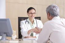 Od 15 dne pracovní neschopnosti pak můžete mít nárok na nemocenské dávky (hrazené na základě nemocenského pojištění).